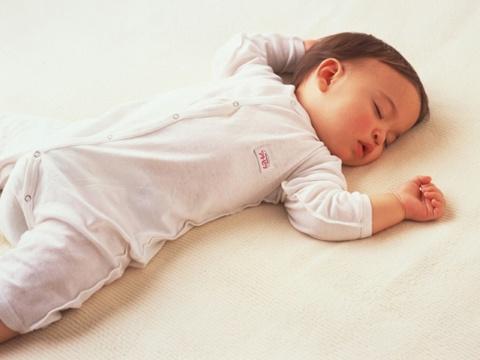 bebe-dormir