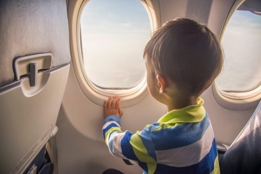 viajar de aviao com bebe